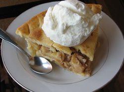Recept: Buchta s jablky a rozinkami