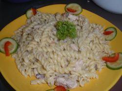 Recept: Těstoviny s kuřecím masem a smetanou