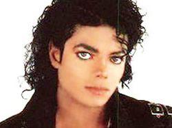 Michael Jackson zemřel, hvězdy truchlí. Smrt krále popu mohlo zavinit předávkování léky