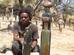 Kamenné  sochy ze Zimbabwe v  Nákupní galerii Myslbek