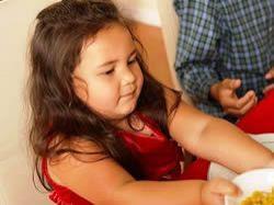 Nenechávejte své děti projíst se k nemocem dospělých
