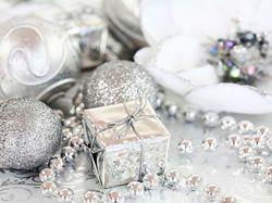 Barvy Vánoc 2015 - letos vládne ledově bílá a fialová
