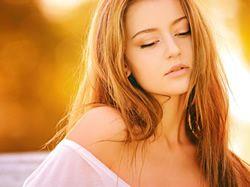 Vlasy v chladných měsících strádají, dopřejte jim hydratační a posilující péči