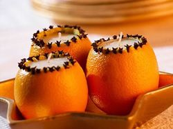 Vánoční dekorace - vonné svíčky v pomeranči
