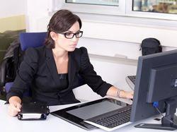 Jen 6 % zaměstnaných žen je v nejvyšší příjmové skupině