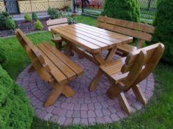 Dřevěný zahradní nábytek. Jaký vybrat a jak se o něj starat?